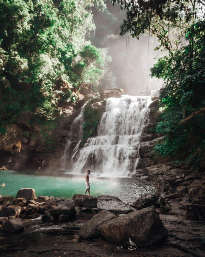 ou-retirer-argent-costa-rica-planifier-voyage