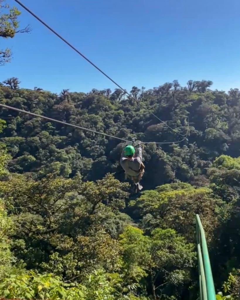 Zipline-canope-tour-Monteverde-Costa-Rica